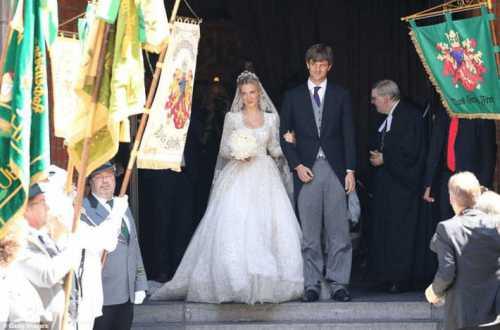 я женился на ней ради галочки мне нужна была жена